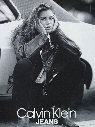 קארה אוטיס בקמפיין בשנות ה-90. חשפה כי נאנסה כדוגמנית צעירה בפריז