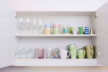 למיין צלחות וכוסות לפי נגישות (צילום: thinkstock)