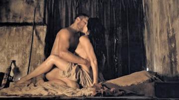 """עובדים פה קשה ואין זמן לזוגיות. """"ספרטקוס"""""""