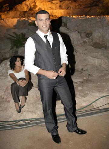 2009. חייב לכבד את האורחים בהופעה מלוטשת, על הבמה ובמלתחה האישית שלו (צילום: רפי דלויה)