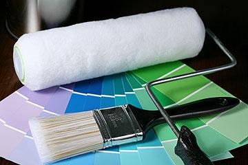 נסו דוגמית של צבע לפני שאתם צובעים את כל הקיר (צילום: thinkstock)