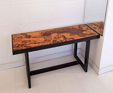 ספסל תוצרת בית, עם חריטת לייזר מורכבת (צילום: אביעד בר נס)