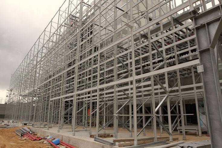 כך נראה הבניין בשלביו המוקדמים, טרם הציפוי (צילום: עדו ארז)