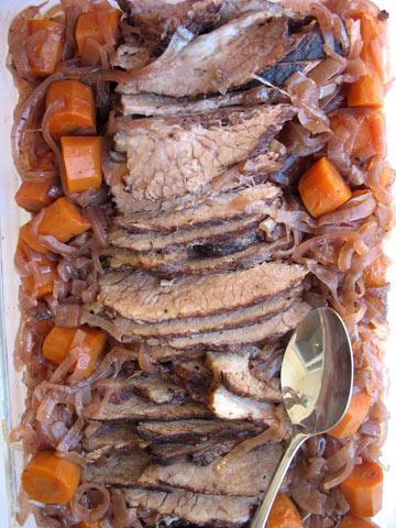 מתקתק וחגיגי. צלי בשר ברוטב רימונים (צילום: בישול בזול)