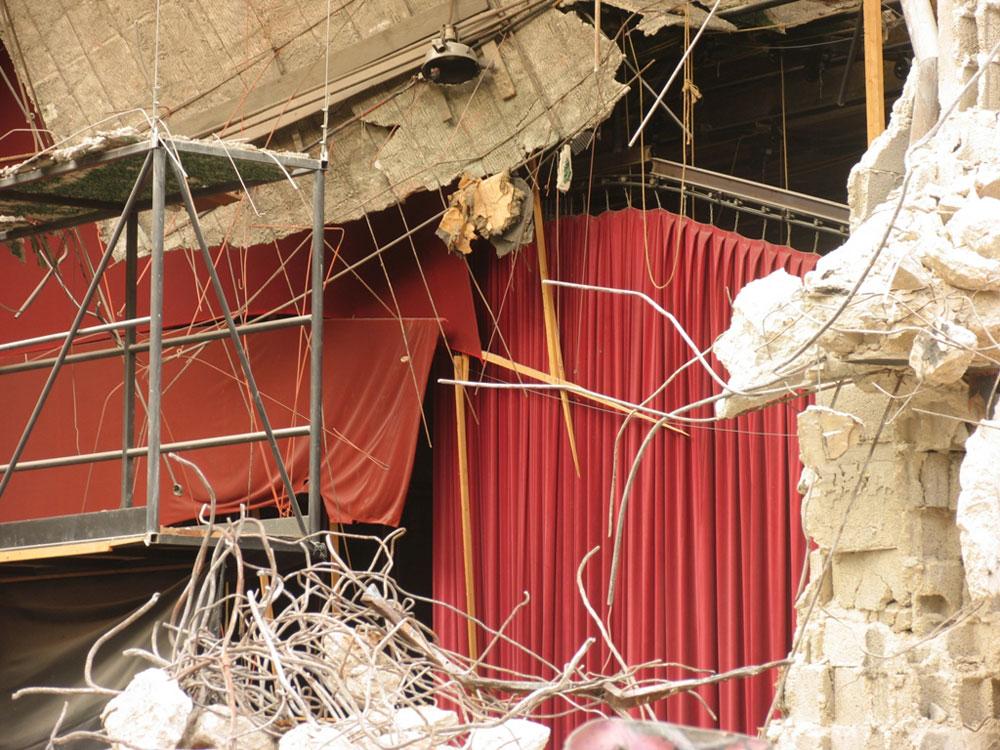 את קולנוע ''תל אביב'' הספיק שרון רז לתעד בשנים שבהן עמד כאבן שאין לה הופכין, עד שהוחרב לפני כשנה לטובת פרויקט מגורים (צילום: שרון רז)