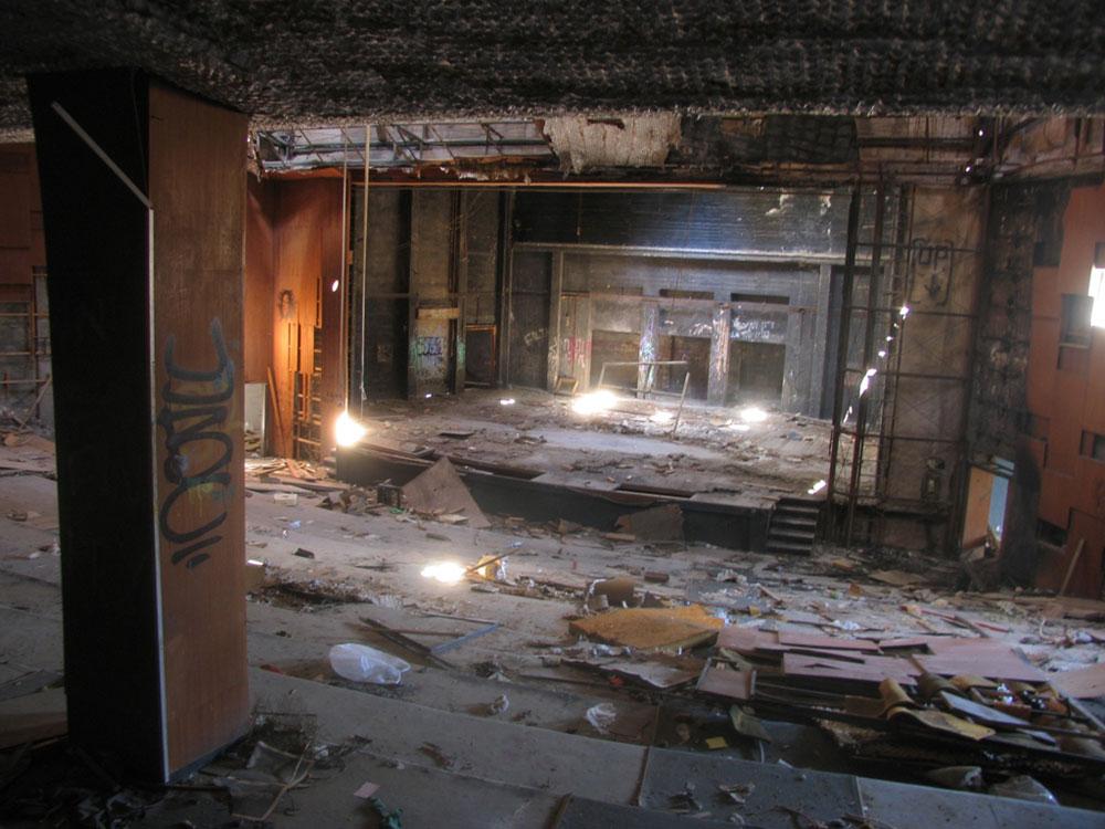 קולנוע ''שביט'' בחיפה, שהייתה מעצמת בתי קולנוע ואיבדה את כולם. שרון רז מתעד אותם באובססיביות (צילום: שרון רז)