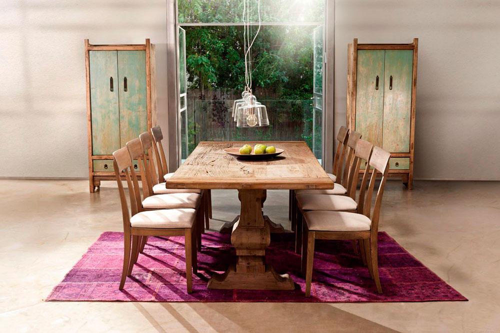 מבצעים על פינות אוכל ב''ביתילי'': השולחן שבתמונה עולה 7,150 במקום 8,950 שקלים, וששה כסאות מהדגם שסביבו עולים 3,840 במקום 4,740 שקלים (צילום: ישראל כהן, באדיבות רשת ביתילי )