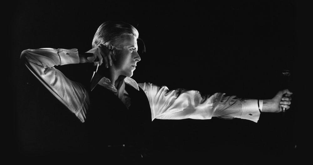 מי הוא באמת? מתוך התערוכה David Bowie Is, שנפתחת בסוף החודש במוזיאון ויקטוריה ואלברט בלונדון. בואי נתן לאוצרים לחטט בארכיון הפרטי שלו ולשלוף משם כ-300 פריטים נדירים שנחשפים לראשונה (צילום: John Robert Rowlands)