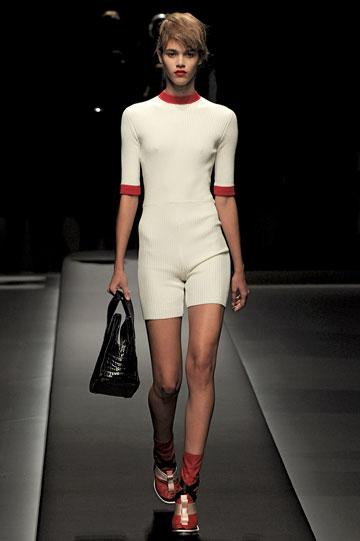 במקום 58: מיוצ'ה פראדה, מתוך תצוגת קיץ 2013 של בית האופנה (צילום: gettyimages)