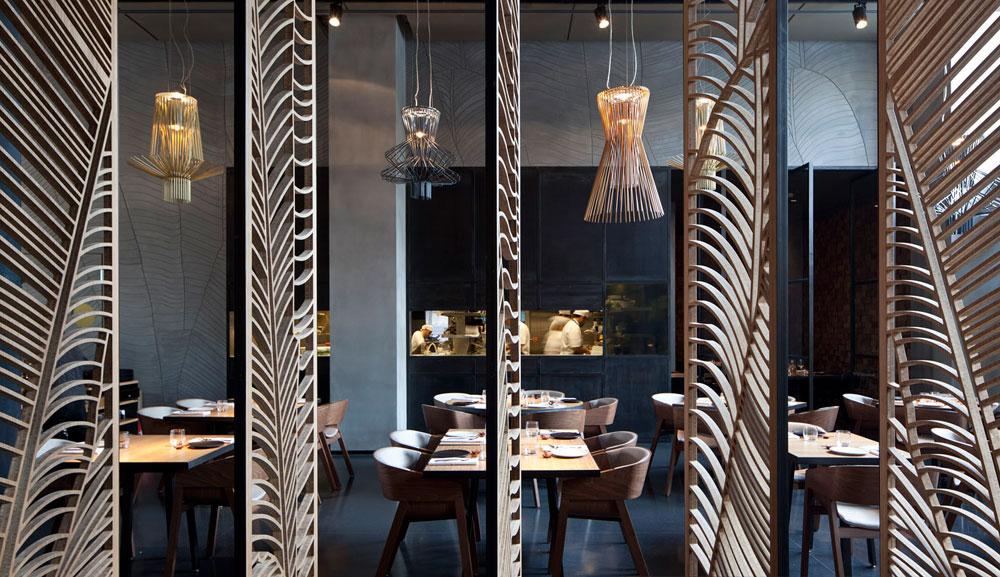 מסעדת ''טאיזו'', בתכנון פיצו קדם וברנוביץ-אמית. בנוסף לתכונותיה האסתטיות, המשרבייה מאפשרת לחלק חללים ולהגדיר אזורים, בלי לחסום לגמרי את המבט (צילום: עמית גרון)