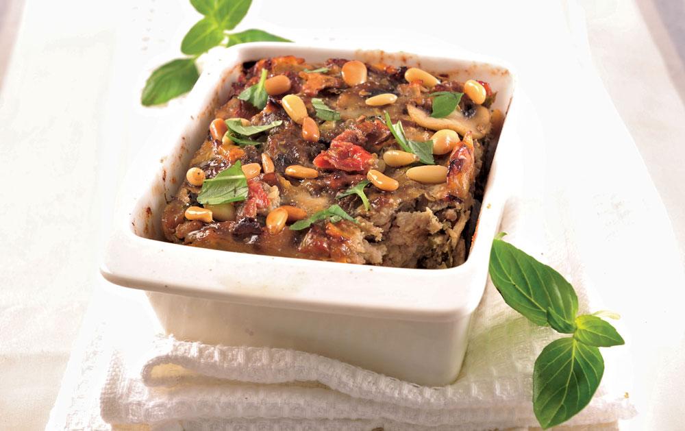 פשטידת מצות, בשר ופטריות (צילום: פיליפ מטראי, סגנון: בלה רודניק)