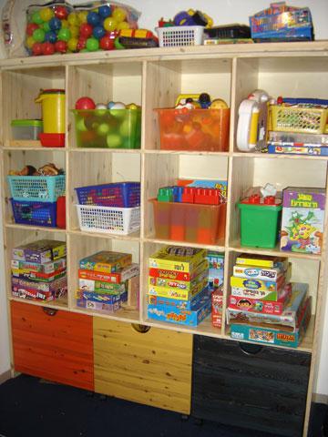 מיון הצעצועים פעם בחודש יחסוך עבודה רבה  בהמשך (צילום: איילת מייסון, חברת ''מסדרים באהבה'')