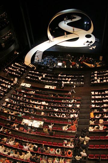 משכן אמנויות הבמה במאטסומוטו, יפן (צילום: Hiroshi Ueda)