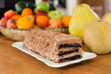 """""""אני אוהבת את העוגה הזאת מילדות"""" (צילום: ענבל מרמרי)"""