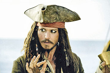 עם כל סרט בסדרה התגנב קפטן ג'ק ספארו עמוק לארון הבגדים הדפי