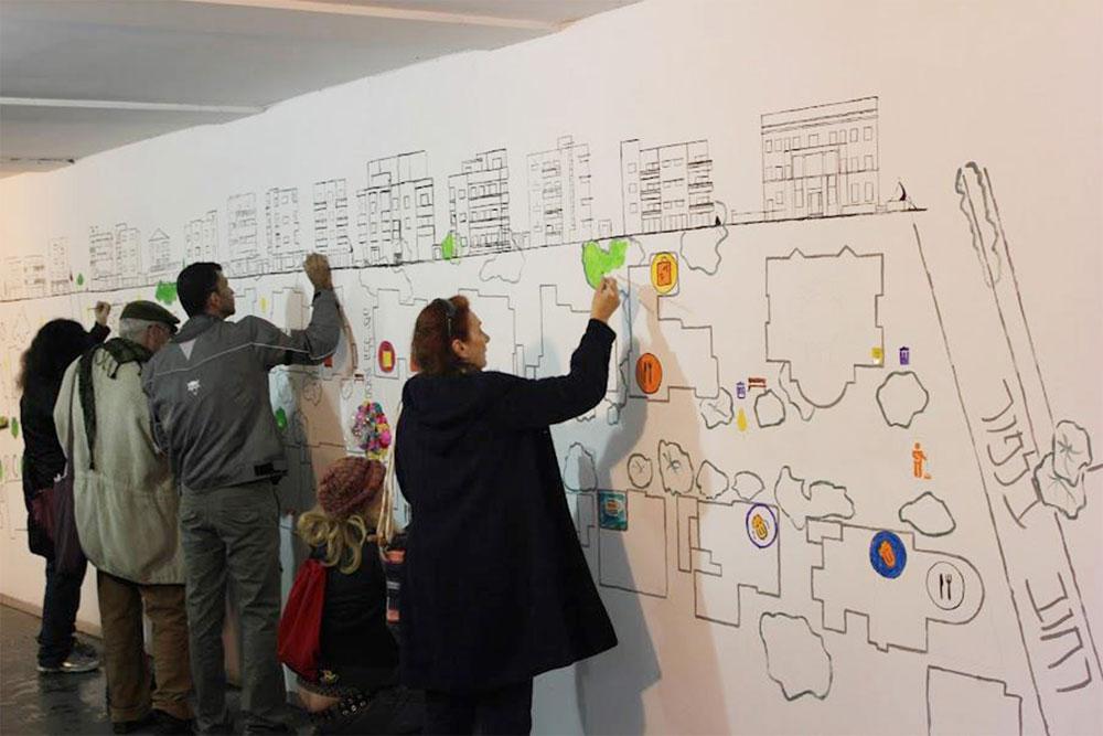 עוד פעילות שבאה מתוך הקהילה: התושבים מציירים וכותבים את החזון שלהם לרחוב נורדאו היפהפה והמוזנח, על גבי שרטוט הרחוב, שנתלה במנהרת הרצל (צילום: קבוצת מ.ק.ס)