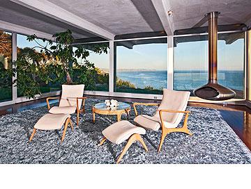 חדר במוטיב ים. בית החוף של משפחת ג'ולי-פיט (צילום: splashnews / asap creative)
