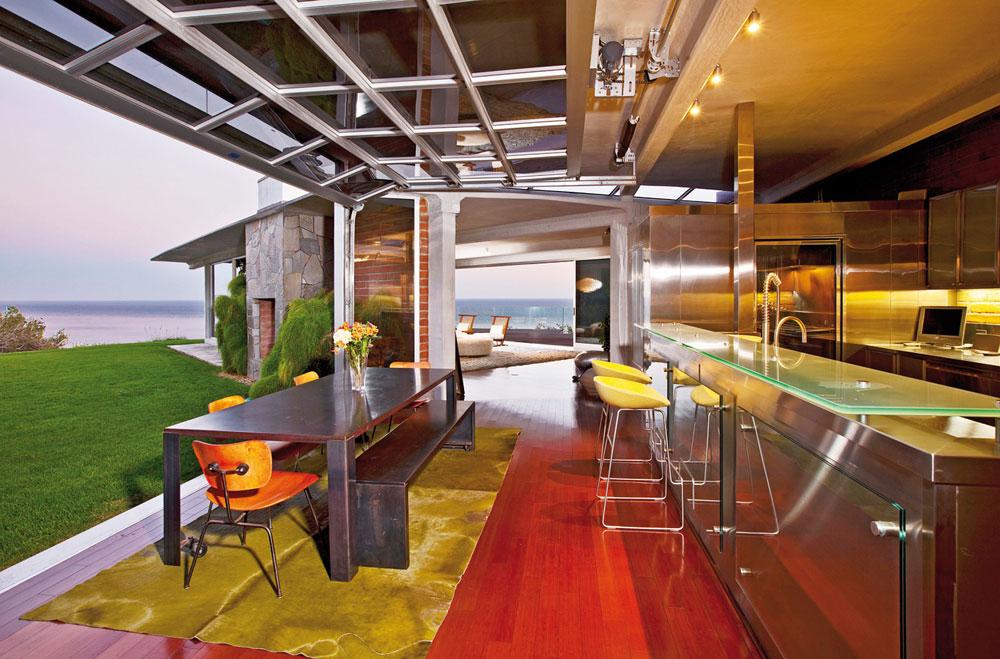מזכיר מטבח של מסעדה. הבית של אנג'לינה ג'ולי בראד פיט (צילום: splashnews / asap creative)