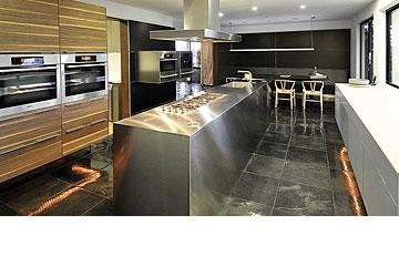בית מאוד מודרני. המטבח של ג'ניפר אניסטון (צילום: splashnews / asap creative)