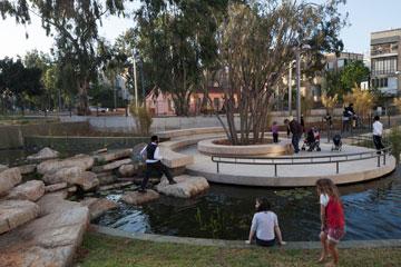 הבריכה האקולוגית במורד הגינה (צילום: אביעד בר נס)