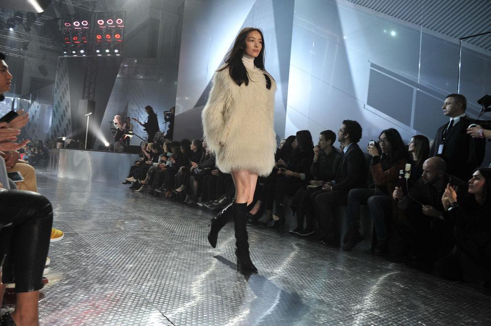 קולקציית הסטודיו של H&M לסתיו-חורף 2014-2015. חלוץ ראשון המסמן את הלך הרוח של המותג לעונה (צילום: הנס מוריס )