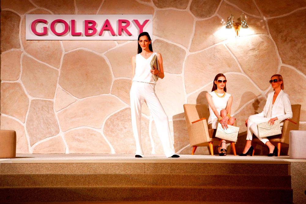 יעל רייך בתצוגת האופנה של גולברי. בחזרה לסבנטיז (צילום: אסף לב)