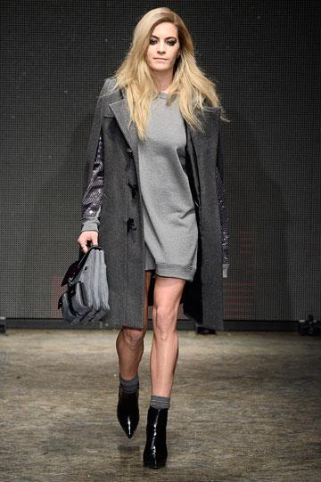 אושיית אופנה, אבל לא דוגמנית. צ'לסי ליילנד בתצוגה של DKNY (צילום: gettyimages)