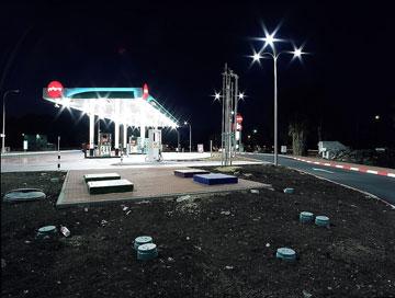 תחנה בקיבוץ אפיקים. המיתוג והצבע שולטים (צילום: שי שאול)