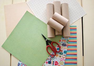 החומרים למשלוח מנות מגליל נייר טואלט (צילום: גלי כץ, תפור עליי)