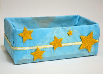 מדביקים כוכבים מנצנצים מסול (צילום: מור יעקובינסקי כץ)