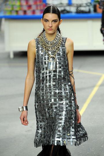 תשתתף גם בשבוע האופנה בתל אביב. נטלי אידלמן בתצוגה של שאנל (צילום: gettyimages)