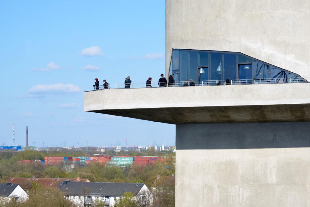 המרפסת כיום. מאחת הנקודות הגבוהות בהמבורג נשקף נוף מרהיב של העיר הצפונית (צילום:  IBA Hamburg GmbH / Bernadette Grimmenstein)