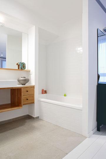אמבטיה פתוחה לחדר ההורים (צילום: עדי גלעד)