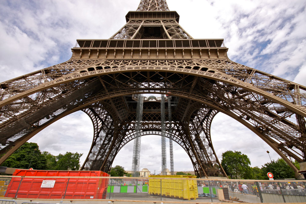 העבודות במגדל נמשכו תשע שנים ועלו כ-30 מיליון יורו. השיפוץ האחרון נערך לפני 30 שנה, ומאז צמח מספר המבקרים ונדרשו שינויים דחופים (באדיבות Moatti-Rivière architectes)