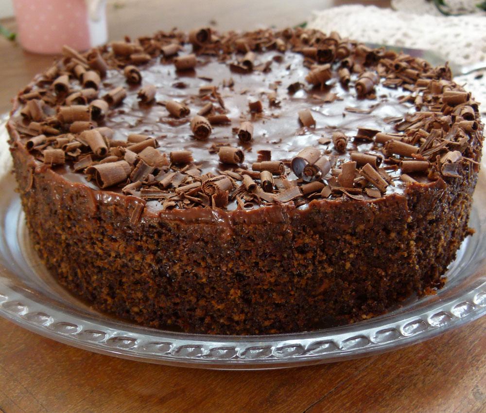 עוגת פרג ושוקולד במרקם לח ועשיר (צילום: מרילין איילון)