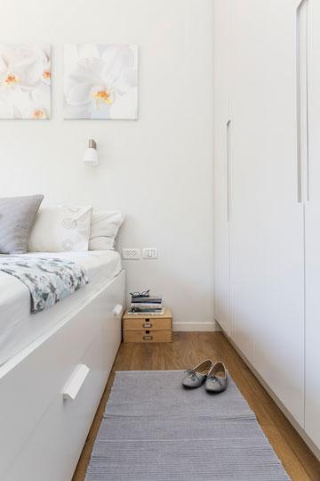 ארונות קיר לבנים בחדרי השינה (צילום: איתי בנית)