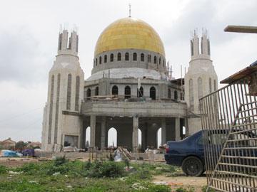 זהב על בטון. המסגד החדש (צילום: מיכאל יעקובסון)
