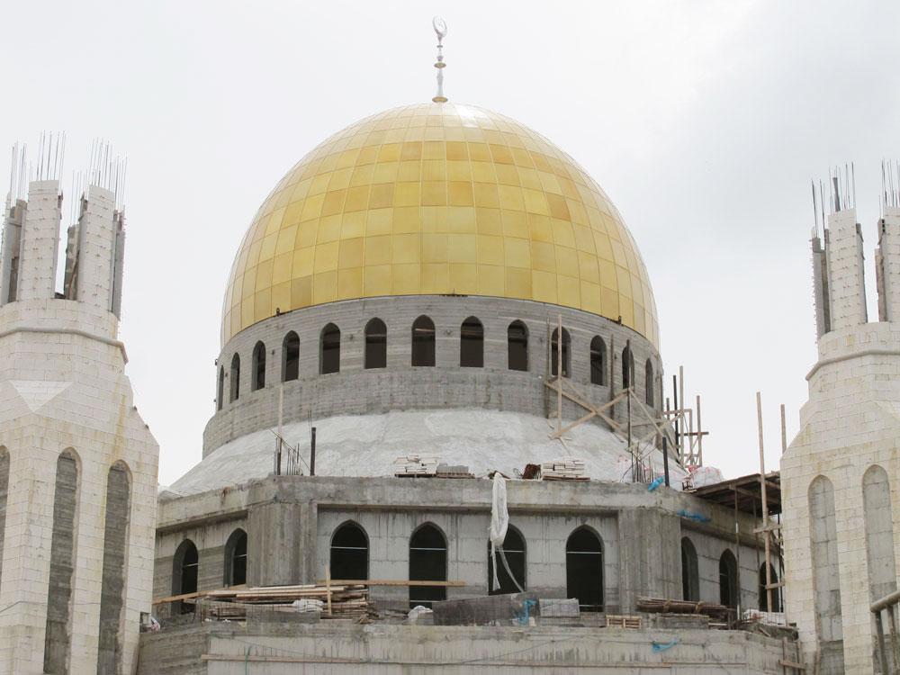 הכיפה מתנשאת לגובה 25 מטרים וקוטרה 15 מטרים (של כיפת הסלע - כ-20 מטר). בחזית המסגד נבנים שני צריחים שיתנשאו לגובה 42 מטר (צילום: מיכאל יעקובסון)