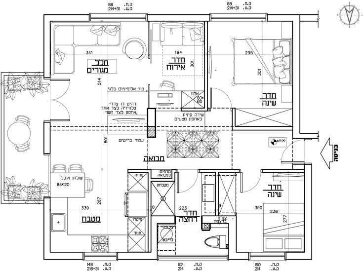 תוכנית הדירה המשופצת: שני חדרי שינה, חלל פתוח שבו סלון, מטבח ופינת אוכל, וחדר רחצה שבו גם השירותים וארון שירות למכונת הכביסה והמייבש. אל הסלון מחובר חדרון לעבודה ולאורחים, שמשמש את ההורים כשהם באים לביקור (תכנית: ליאת עברון)