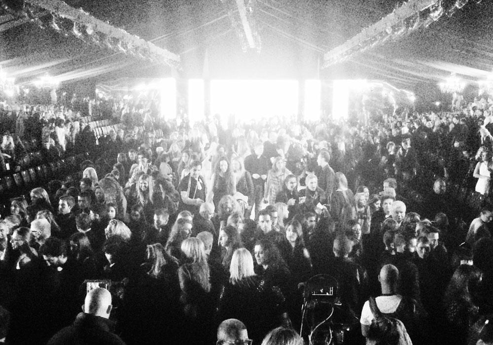 אוהל התצוגות הענק בשבוע האופנה תל אביב ב-2014 (צילום: עידו איז׳ק)