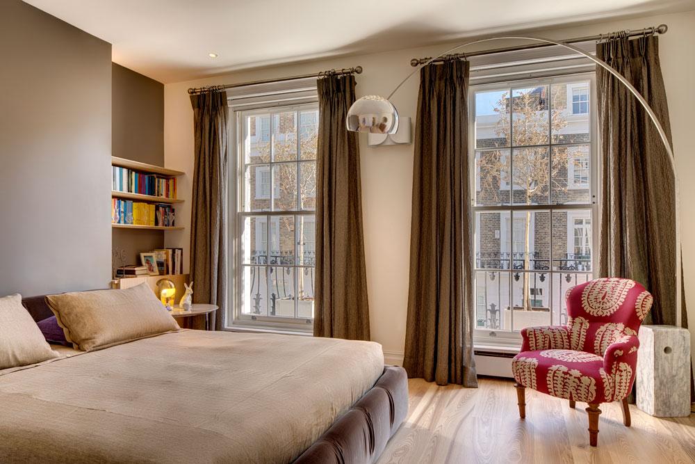 1: גודל הקירות ומיקום החלונות מכתיבים את מספר הרהיטים ואת המקום שבו יוצבו. חדר שינה בעיצוב Elips Design. צילום: Carlo Carossio