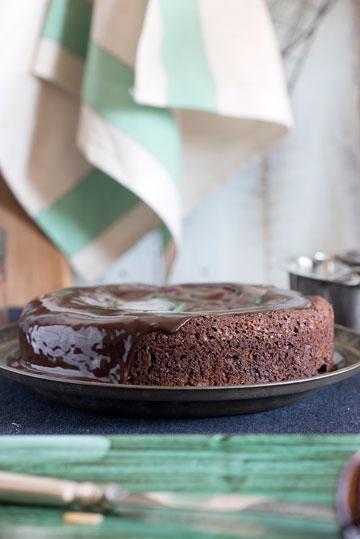 עוגת שוקולד מרציפן (צילום: עודד מרום סגנון: עמית פרבר)