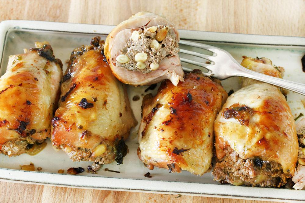 שוקי עוף במילוי כבד עוף וצנוברים (צילום: אסנת לסטר)