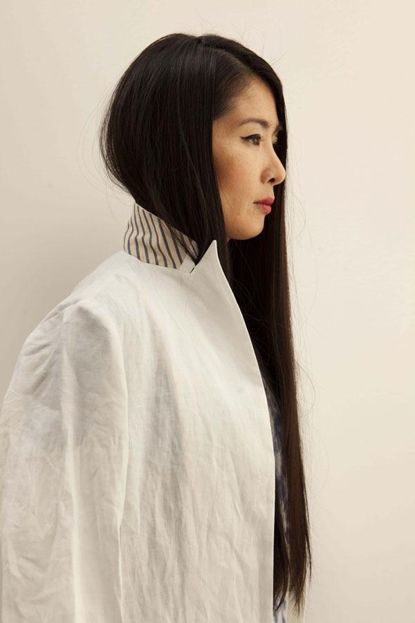 בצילומי האופנה כיום נותרה מידה של הונאה שלא מסייעת להנגיש את האופנה אלא להציג אותה כגדולה מהחיים, 2013 (צילום: רן גולני)