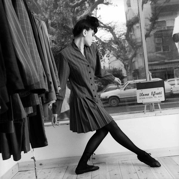 רונית אלקבץ, קטלוג 1987 (צילום: מירי דוידוביץ)