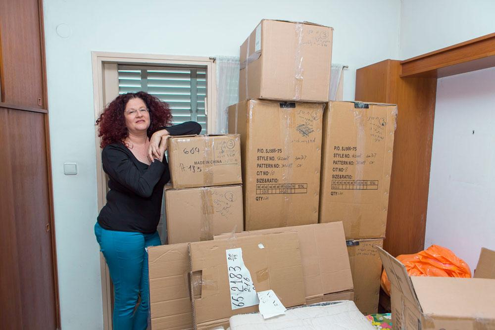 """""""כשראיתי שאני לא מקבלת עזרה מאף אחד, נכנסתי למיטה ולא יצאתי ממנה במשך חצי שנה"""". רונית גור (צילום: גלעד משיח)"""