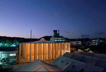 """""""כנסיית הנייר"""" בקובה, יפן, שהוקמה בעקבות רעידת האדמה (באדיבות Shigeru Ban Architects)"""
