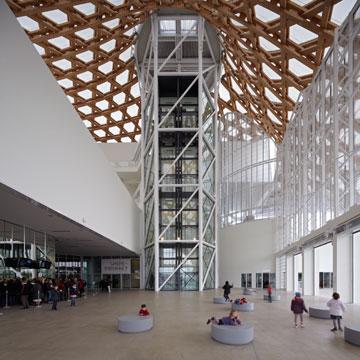 מהפרויקטים הבולטים שלו: מרכז פומפידו בעיר מץ, צרפת (צילום: Shigeru Ban Architects)