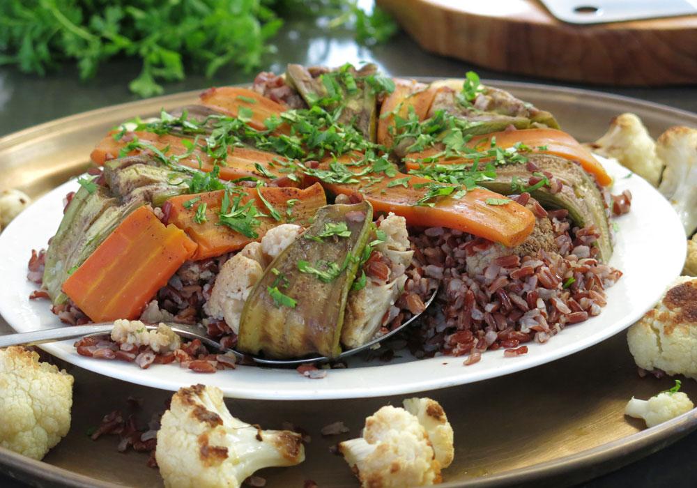 מקלובה טבעונית מאורז אדום (צילום: גלי לופו אלטרץ)