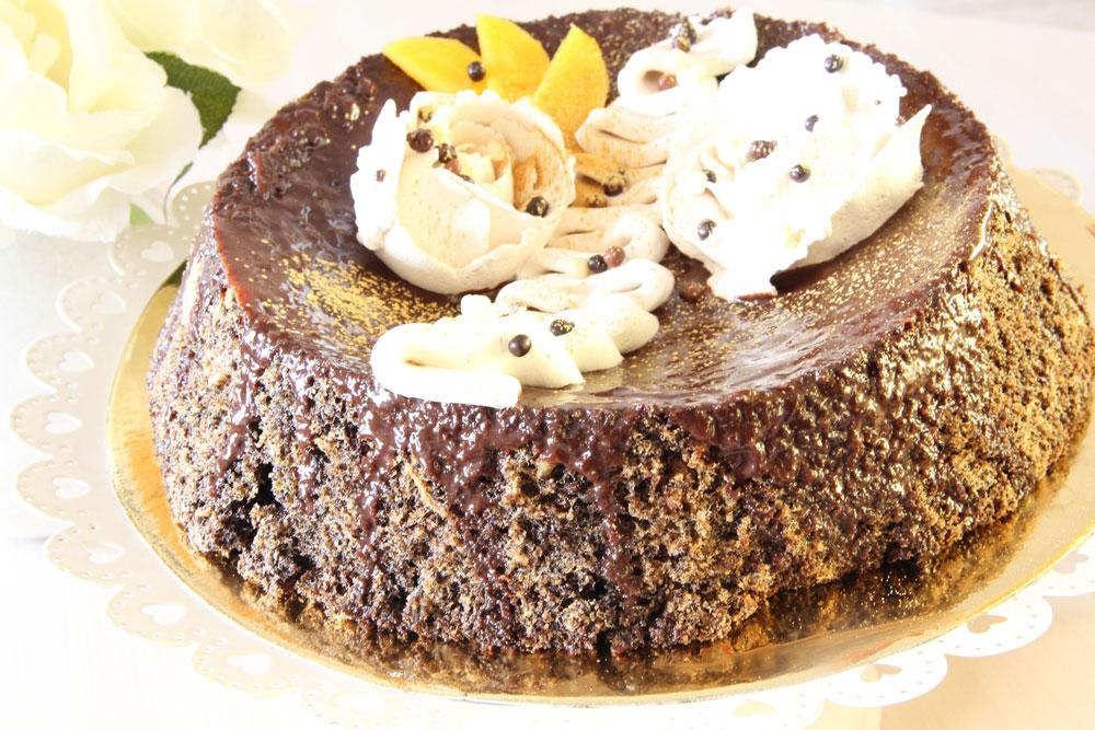 עוגת פרג ושוקולד ללא קמח (צילום: חיה אילונה דר)